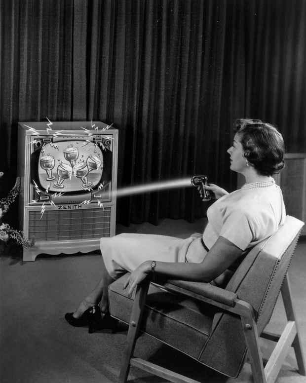 Направляя лучи пультом Flash-Matic происходило управление телевизором