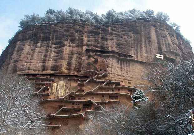 Лестничные переходы связывают пещерные входы