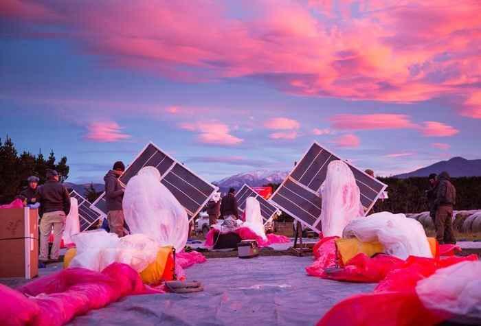 Шары комплектуются солнечными панелями