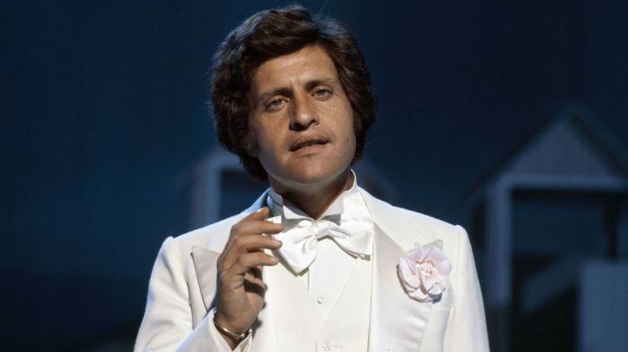 Популярный во всем мире певец Джо Дассена