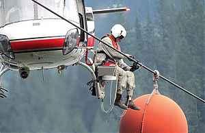 Проверка высоковольтной линии электропередач из вертолета