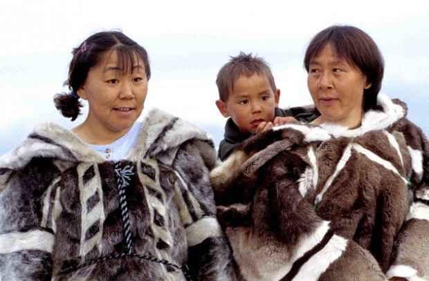 Эскимосы не дрожат при сильном холоде, их организм приспособился к суровым условиям