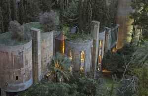 Шикарный дом из заброшенного завода Рикардо Бофилла