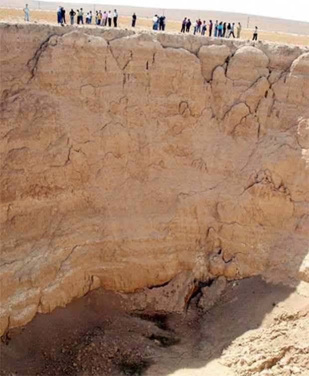 Воронка глубиной 70 метров в Карапинаре