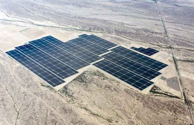 Более пяти миллионов солнечных панелей составляют фото электростанцию