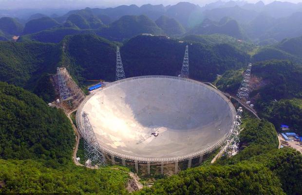 Диаметр радиотелескопа FAST почти 500 метров