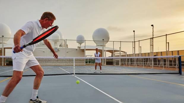 Полноразмерный теннисный корт