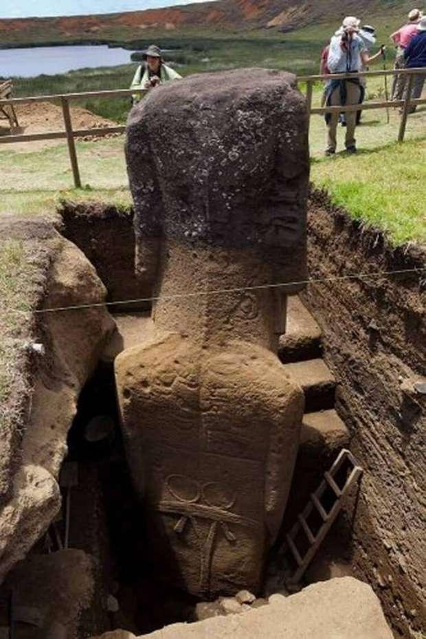 Рисунки и надписи на моаи