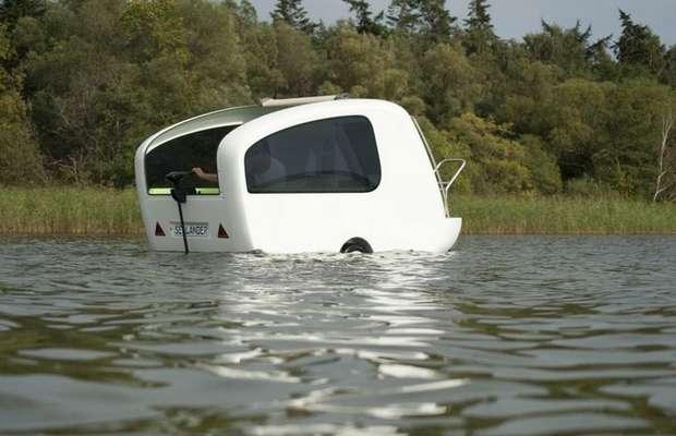 Электромотор позволяет Sealander плавать как на лодке