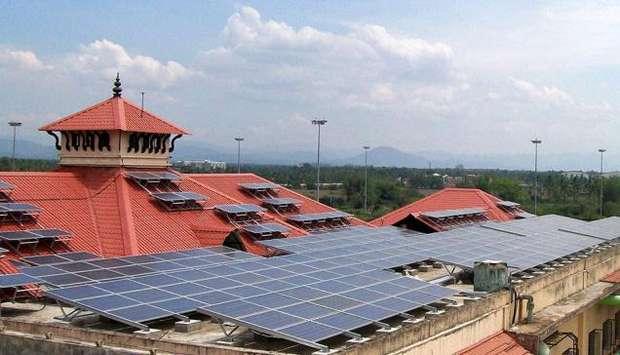 Солнечные панели на зданиях аэропорта