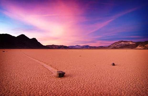 Долина блуждающих камней Racetrack Playa