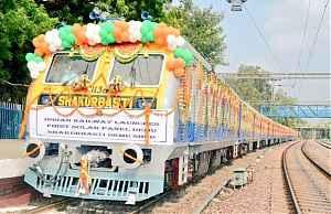 Первый индийские поезд с солнечными панелями