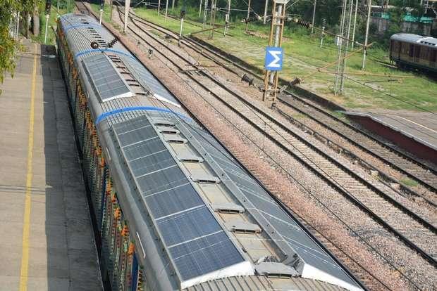 Солнечные панели на крыше поезда