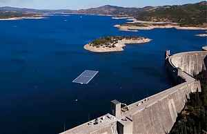 Гидроэлектростанция с плавучими солнечными панелями