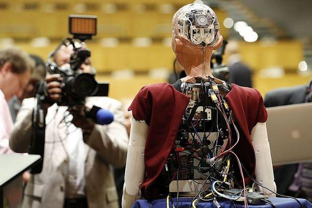 Робот София на инвестиционном форуме в Эр-Рияде