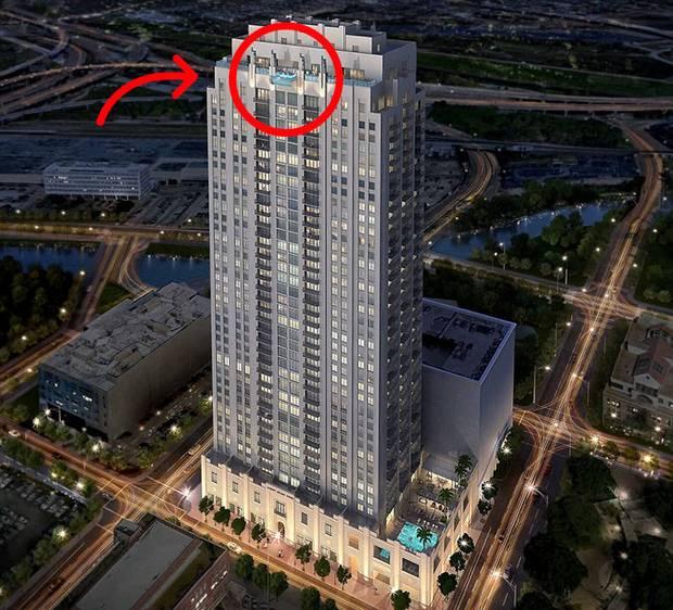 Известный как Sky Pool, находится этот бассейн на 42-м этаже