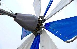 Ветрогенератор с парусными лопастями